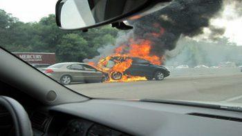 Những nguyên nhân gây cháy nổ Oto tài xế cần biết.