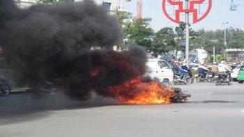 Ắc quy xe máy có thể phát nổ do chính sai lầm của người sử dụng.