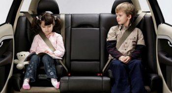 Những gợi ý an toàn khi đi ô tô cho bé